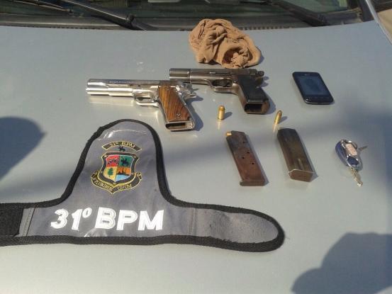 Dupla presa por transporte ilegal de passageiros e porte for Uso e porte de arma